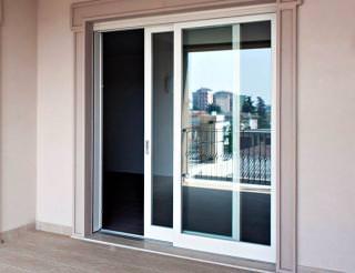 Алюминиевые раздвижные двери на балкон