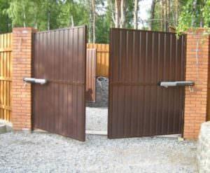 Автоматические распашные ворота для дачи и дома
