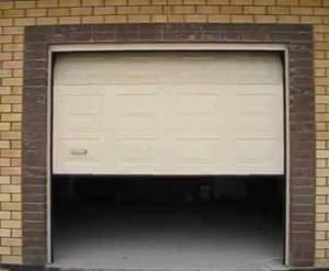 Секционные ворота в гараже