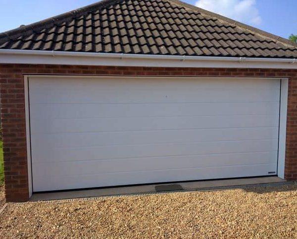 Секционные гаражные ворота 5000 х 2125 мм